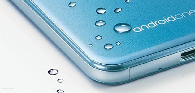 Sharp firması yeni telefonunu tanıttı!