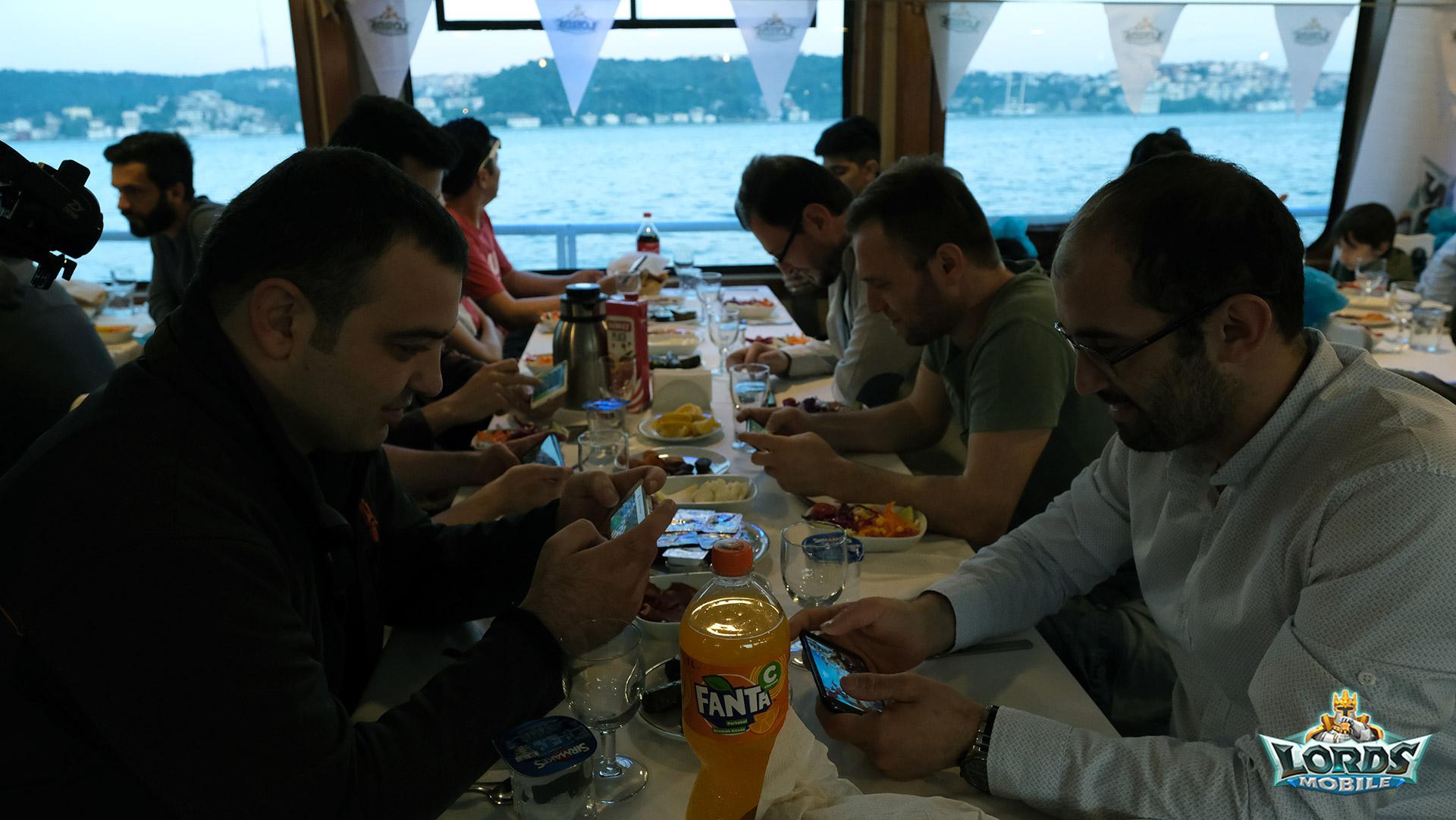 Lords Mobile Oyuncularıyla Yemekte Bir Araya Geldi
